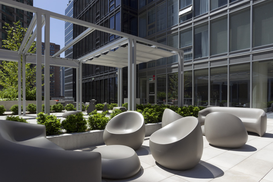 Trellis structure and funky sculptural seating on the Livmore outdoor amenity terrace